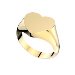 sortija de plata chapada con la cabeza en forma de corazón